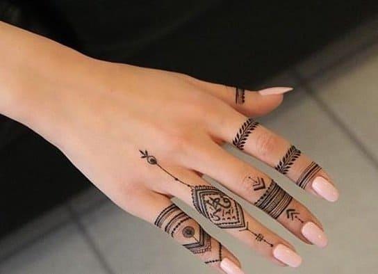 Tatuaje de Henna en manos