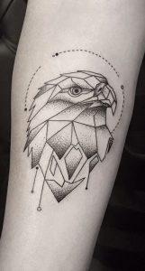tatuaje geometrico de Aguilas con polígonos