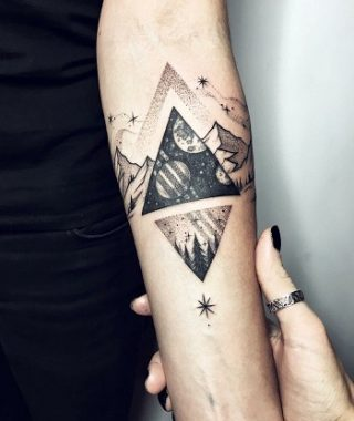 tatuaje antebrazo mujer geometria sagrada