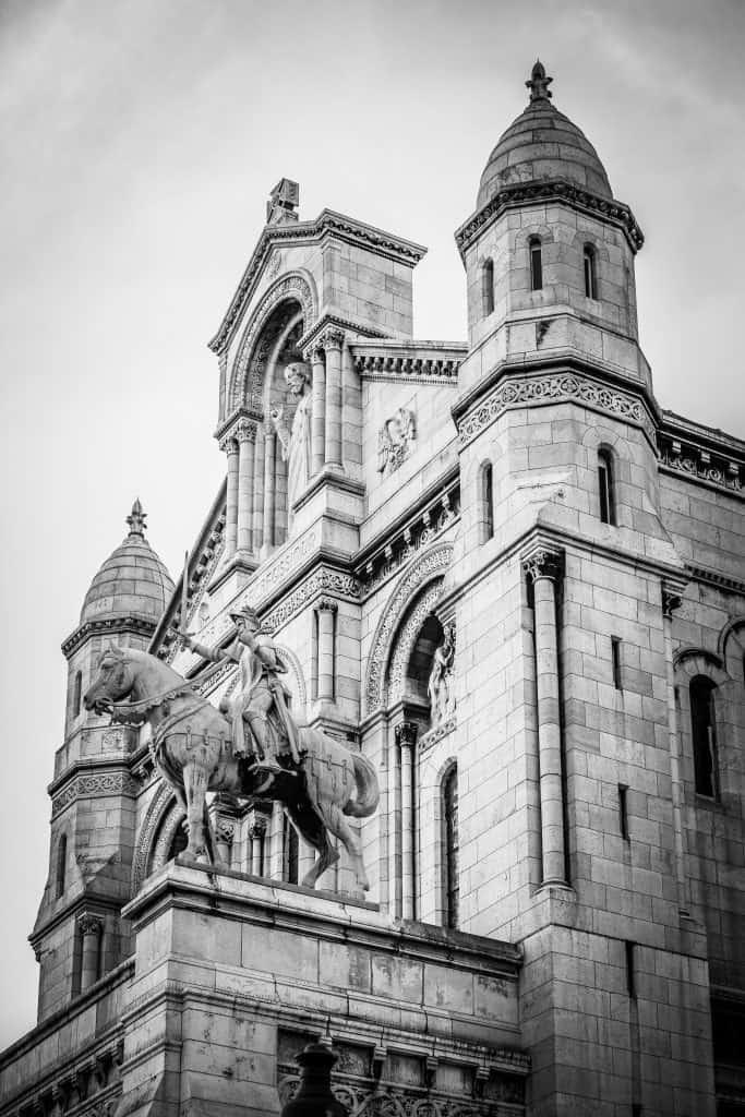 imagen de catedral en blanco y negro