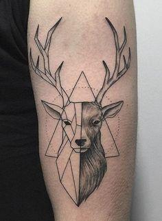 tatuaje de antebrazo De ciervo mitad geométrico