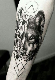 Tatoo mitades lobo geométrico para antebrazo