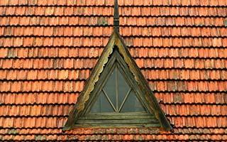 ventana triangulo tejado