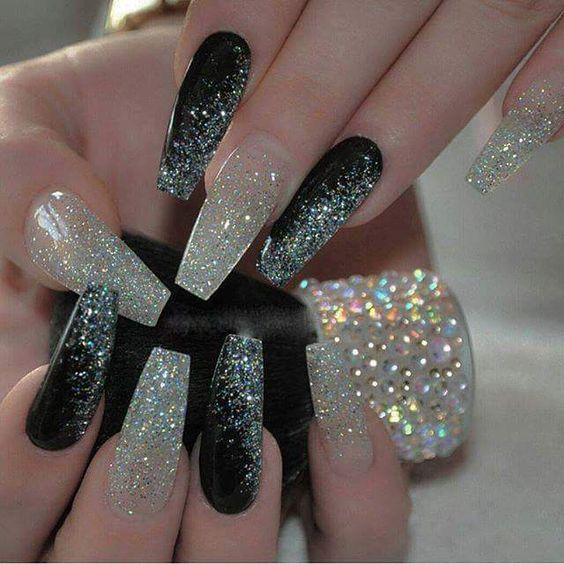 unhas brillantina negras y blancas efecto diamantes